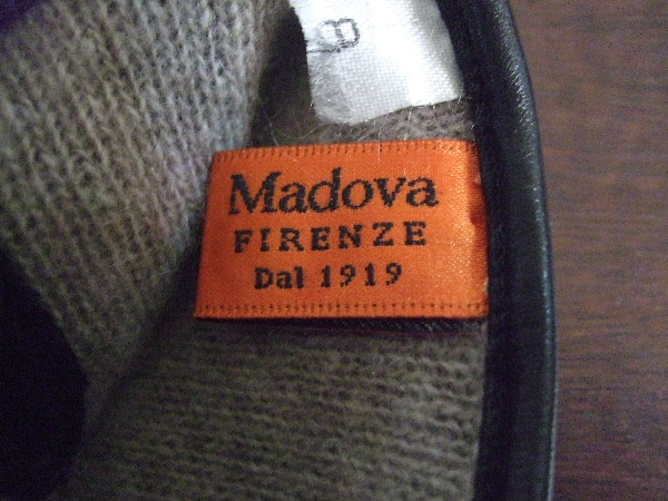 2009_1212Madovaの手袋黒0002.JPG